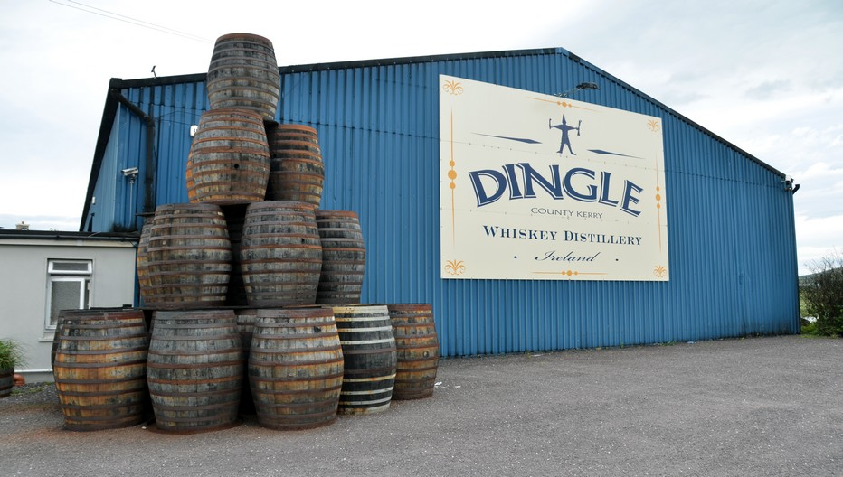 La Dingle Distillery a démarré depuis novembre 2012 la production de Whiskey irlandais (avec triple distillation), mais aussi de gin et de vodka.© David Raynal