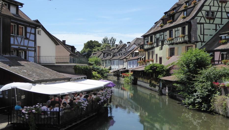 Colmar, la petite Venise, située entre collines du Haut-Rhin et contreforts des Vosges, attire des milliers de visiteurs chaque année.  © C.Gary