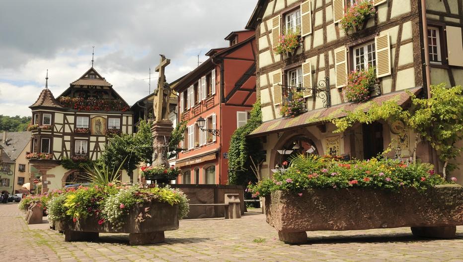 Kayserberg, un gros village de carte postale qui retrouve enfin une partie de son calme en septembre. Dans ce village est né en 1875 le grand Albert Schweitzer.  © OT Kayserberg