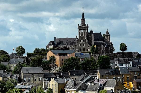 """« A Saint-Dié-des-Vosges, nous entretenons un rapport privilégié avec la Belgique. La ville d'Arlon en Wallonie avec laquelle nous sommes jumelés depuis 1963 a accueilli nos enfants au sortir de la guerre """" a rappelé M. Christian Pierret; © D.R."""