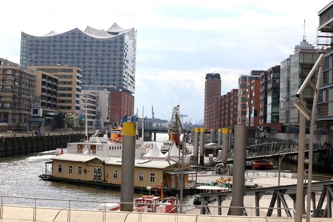 le quartier de HafenCity qui ressemble aux Docklands de Londres et au quartier de la Barcelonetta à Barcelone.© Loic Ducrey
