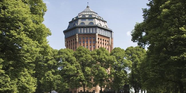 Situé dans le quartier écolo alternatif et un rien bobo de SternSchanze, au beau milieu du Schanzenpark : l'Hôtel Mövenpick Hamburg  © mövenpick.com