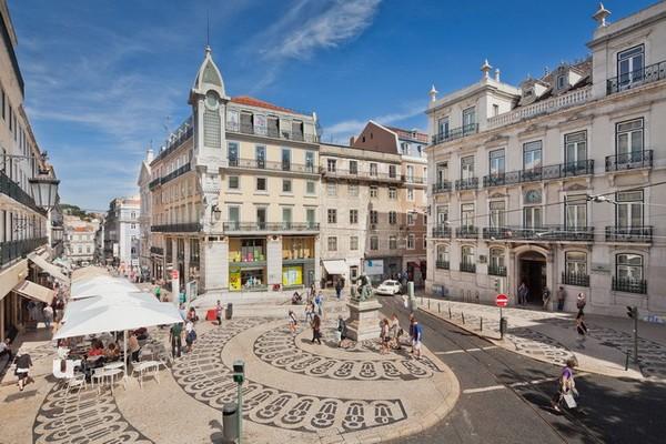 """""""Les prix d'investissement dans le quartier du Chiado se situent entre 6.500 et 10.000 euros"""" conclue Cécile Goncalves la directrice de l'agence Maison au Portugal. © www.visitportugal.com/fr"""