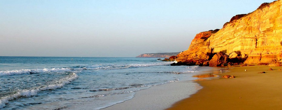 La magnifique plage de Praia (Portugal)  © www.visitportugal.com/fr