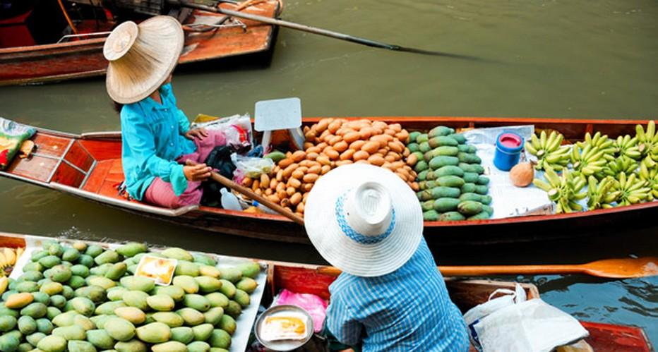 """Madame Juthaporn Rerngronasa, gouverneur du tourisme de la Thaïlande explique : """" Dans les années à venir, nous allons résolument renforcer le tourisme de niche. Les golfeurs, la clientèle des mariages et des voyages de noces, la santé et bien sûr le bien-être. Nous allons mettre en place des circuits spécifiques pour que les touristes s'approprient la cuisine régionale au contact avec les producteurs locaux.""""   © Lindigomag/Pixabay.com"""