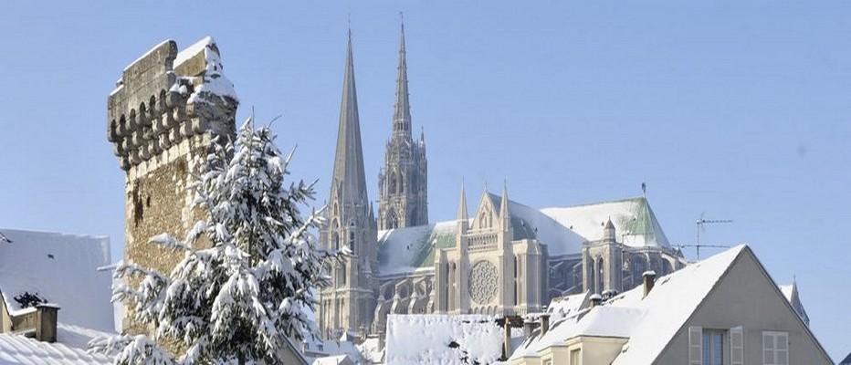 La Cathédrale de Chartres sous la neige.  © O.T.ville de Chartres