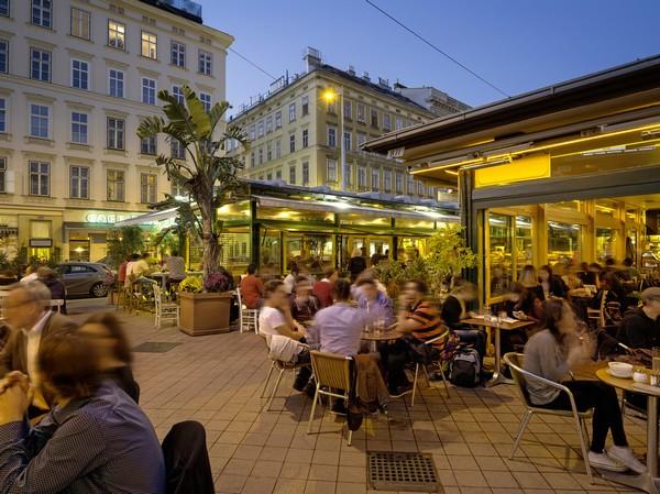 Avec plus de 3 500 congrès et événements professionnels chaque année, la ville est l'une des plus importantes destinations au monde pour les réunions © O.T. Vienne Christian Stemper