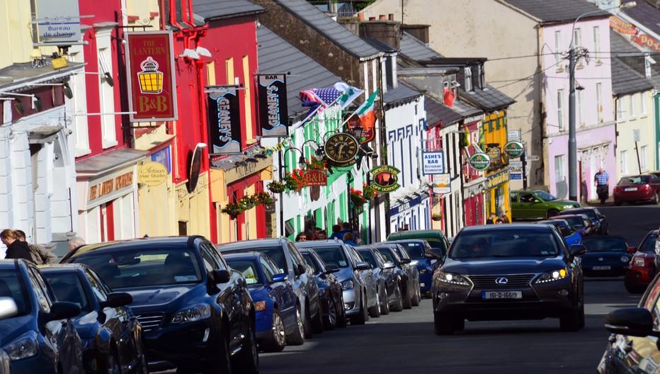 Avec sa cinquantaine de pubs laqués, Dingle dans le comté de Kerry est sans aucun doute l'une des stations balnéaires plus attractives d'Irlande© David Raynal