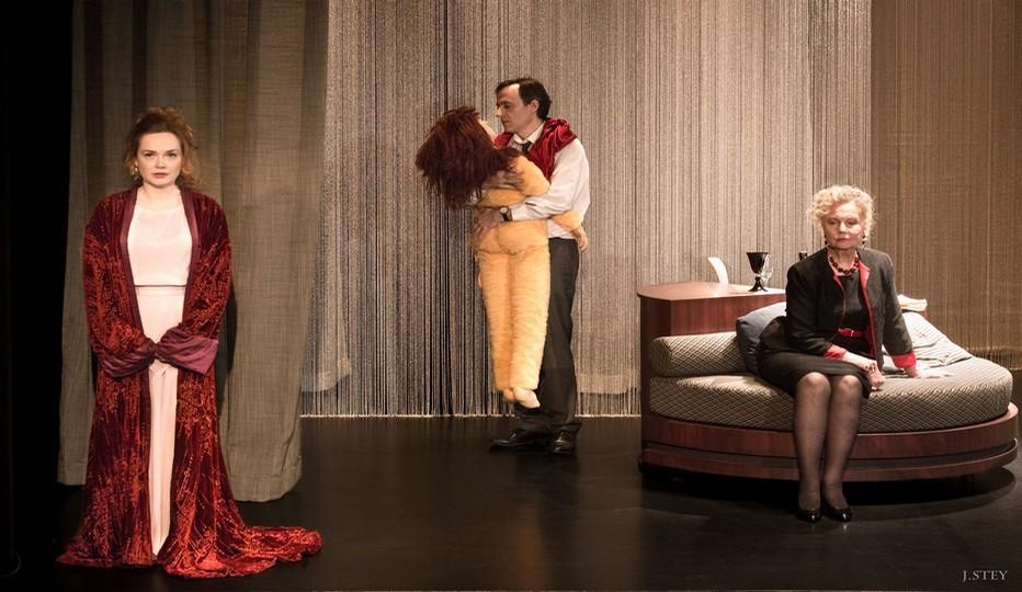 Alma Malher, éternelle amoureuse  Une pièce de Marc Delaruelle Mise en scène de Georges Werler  Avec  Geneviève Casile, Julie Judd et Stéphane Valensi.