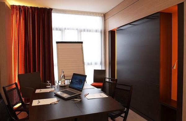 Une belle idée : quelques chambres bureaux, quant un patron de PME est de passage, et qu'il désire rencontrer pas plus de 4 à 5 collaborateurs© Richard Bayon.
