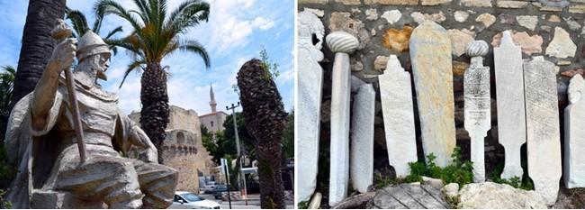 Devant la place forte se dresse fièrement « la statue aux lions », de l'amiral Hasan Pacha d'Alger, qui sauva en 1770 la cité de l'attaque des Russes. Crédit photo David Raynal