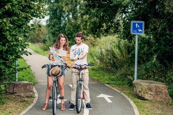 La Wallonie à vélo un bon plan en famille pour le printemps.OT Wallonie/Condroz Famenne.