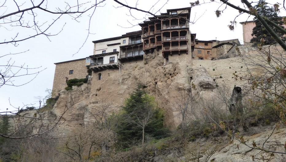 A Cuenca  Il faut grimper et grimper encore à travers les ruelles pour mériter la vue plongeante sur la ville et ses maisons perchées sur la falaise.© Catherine Gary