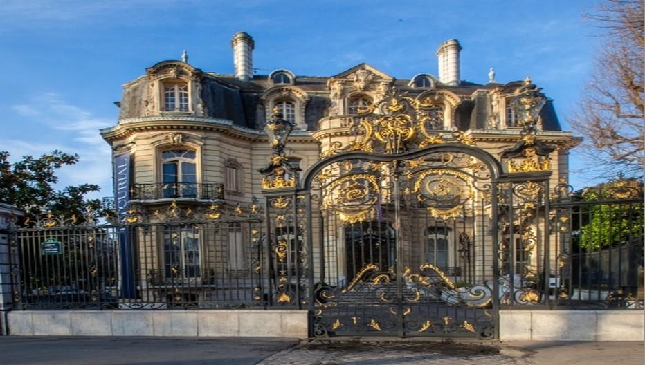 l'Hôtel Marcel Dassault situé en bas des Champs Elysées.