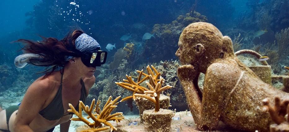Cancun :  plongez dans le plus grand musée sous-marin du monde, dans les  profondeurs vous pourrez admirer plus de 500 sculptures réalisées, pour la plupart, par l'artiste anglais Jason de Caires Taylor.© www.visitmexico.com