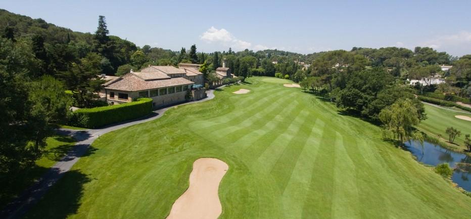 Construit en 1923, le Golf Country Club de Cannes Mougins offre un parcours exceptionnel d'authenticité sur 60 hectares de nature protégée.   © O.T. Mougins