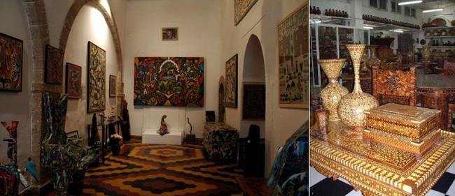 De gauche à droite : La célèbre Galerie Damgaard à Essaouira ; Un art ancestral, la marqueterie en bois de thuya  incrustée d'ébène, de citron et de nacre, mais également d'os de chameaux et d'ivoire© O.T. Maroc