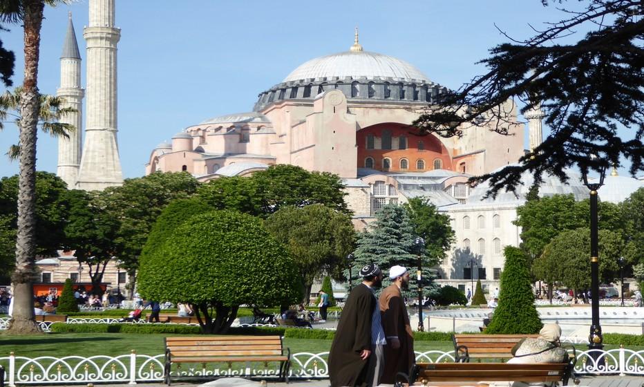 Depuis Ataturk, Sainte Sophie est devenue un musée qui ouvre ses portes monumentales en bois de cèdre aux visiteurs .© C.Gary