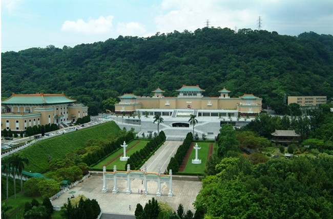 Collectionnées par les différents empereurs de Chine depuis le Xe siècle à commencer par Tai-Zu à l'époque des Song cette profusion de richesses transite ensuite par Nankin avant de rejoindre les murs protecteurs de la Cité Interdite.© Musée National du Palais