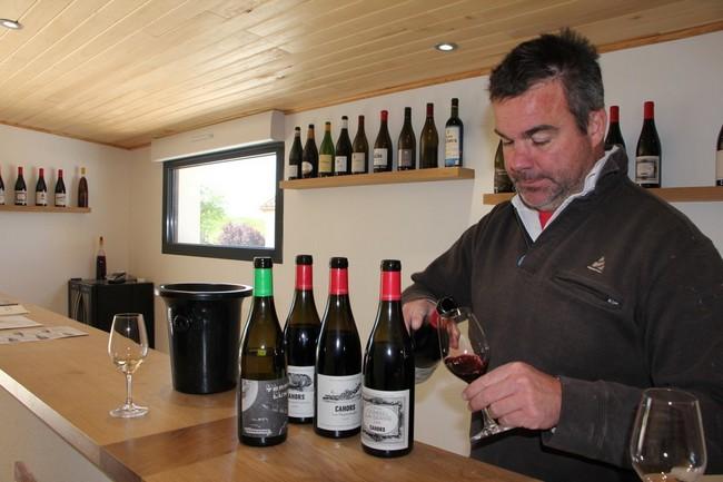 Julien Ilbert cultive 22 hectares de vignes en conversion bio depuis 2013 sur les coteaux de Cornou ©  OT Lot