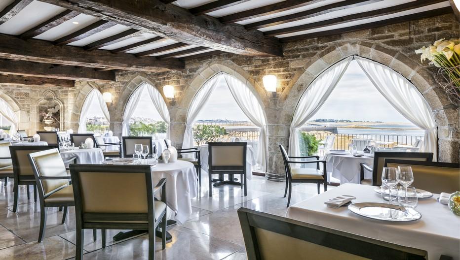 Restaurant  étoilé du Brittany & Spa, le Relais & Châteaux face à l'île de Batz;( Copyright Hôtel Brittany & Spa-Pascal Leopoldv)