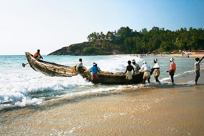 """""""Dans les années 70-80 et jusqu'au début des années 90, nous voyagions dans des conditions rustiques parce que nous n'avions pas beaucoup d'argent"""". Photo Les pêcheurs du Kerala - Crédit photo Le Routard"""