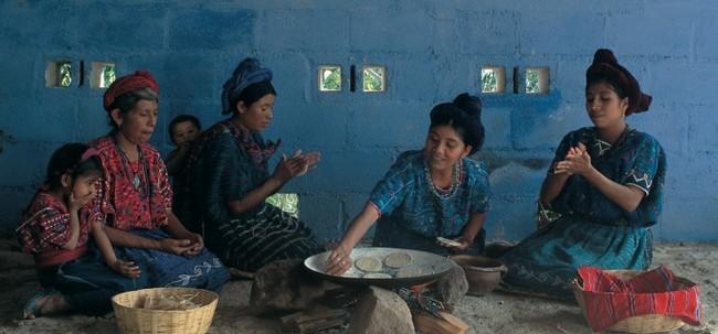 A Saint Martin Jilopéteque au Guatemala c'est le Taman Subanik qui s'impose dans les assiettes : une recette à base de tomates et de poivrons bouillis dans une feuille de Bijagua qui lui confère une saveur bien particulière. Copyright visitcentroamerica.com