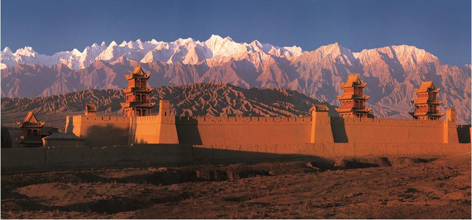"""Point stratégique sur la Route de la Soie, le fort de Jiayugan, """"clé de la frontière"""", protégeait l'extrémité ouest de la Grande Muraille des Ming. © OT Chine"""