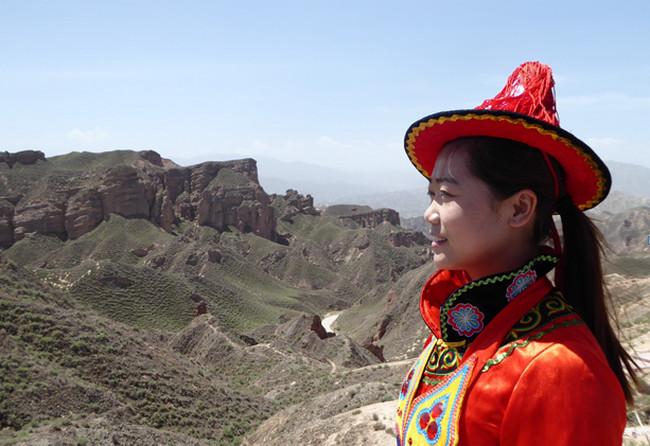 Le site de Binggou est l'occasion d'une balade à travers des canyons de pitons rocheux.© Catherine Gary