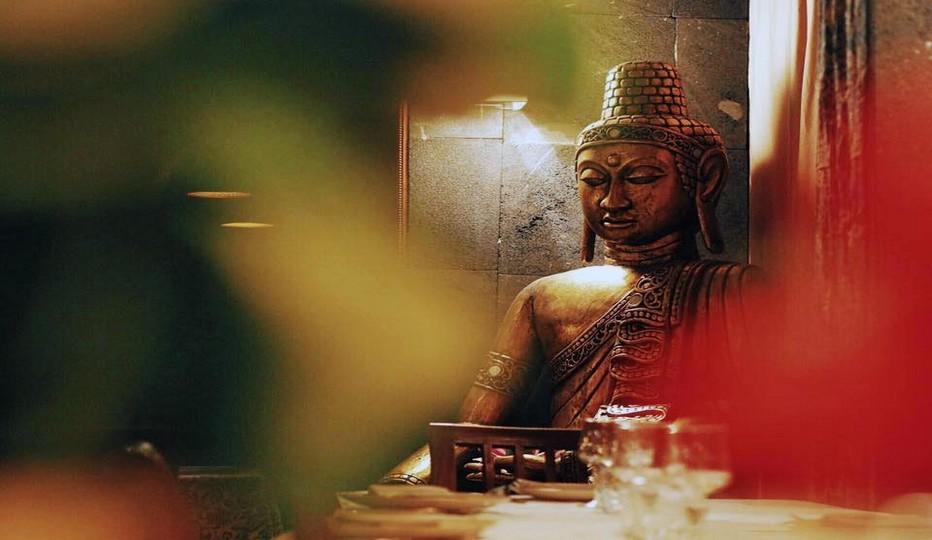 Dans un décor ethnique, unique et chic, la carte du Djakarta Bali propose une large et authentique palette de spécialités traditionnelles issues des principales régions indonésiennes. Copyright DR