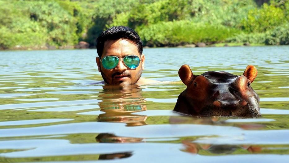 - Nageur en Afrique du Sud  en compagnie d'un hippopotame - FIG 2017 - Cette année, géographes, écrivains et personnalités auront à réfléchir  sur le thème  «Territoires humains, mondes animaux» tandis que l'Afrique du Sud sera le pays invité d'honneur. Copyright L'indigomag/Pixabay