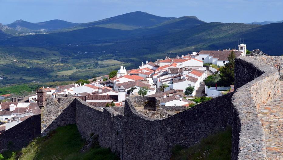 Au Portugal dans la région de l'Alentejo se dresse le magnifique village de Marvão  protégé par une énorme muraille..© David Raynal