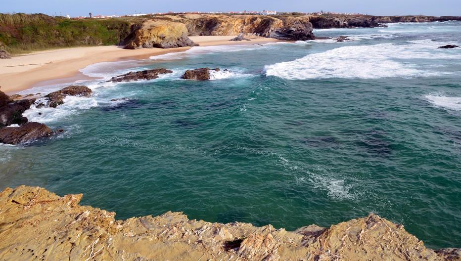 À seulement 10 kilomètres de Sines, le village très pittoresque de Porto Covo qui est situé entre l'océan et les plaines de l'intérieur, est entouré par les plages les mieux préservées du Portugal...© David Raynal