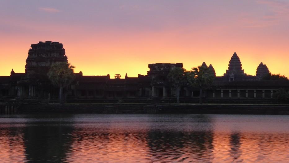 Angkor Vat, le plus révéré et le mieux conservé des temples hindous ; Il faut se lever à l'aube pour assister au spectacle magique de ce temple consacré à Vishnou.© C.Gary