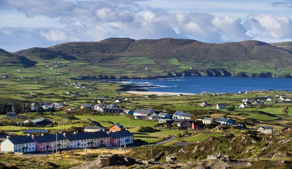 Tombes préhistoriques, sites monastiques, tours, châteaux, jardins et manoirs, villes et villages pittoresques, les terres ancestrales d'Irlande sont un concentré d'histoire, de rencontres chaleureuses et inattendues et de paysages inoubliables… Crédit photo office de tourisme d'Irlande.