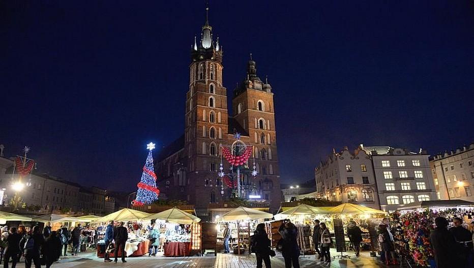 Lors de la période de l'Avent, le marché de Cracovie retrouve sa fonction commerciale séculaire. Crédit photo, Office de Tourisme de Pologne.