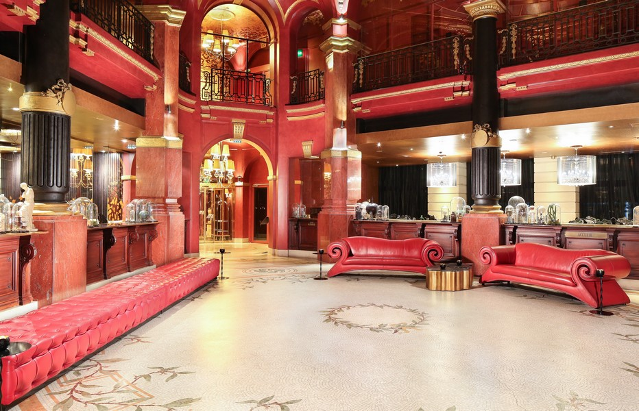 Le lobby de rouge et d'or  (Crédit photo hotelbanke.com)