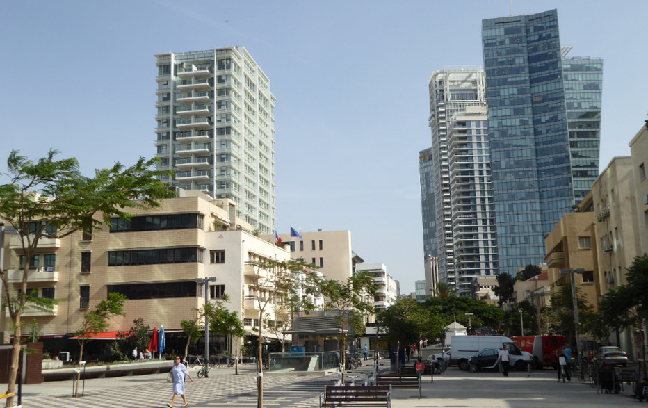 Architecture épurée et fonctionnelle du Bauhaus, gloire locale depuis les années 30; (copyright C.Gary)