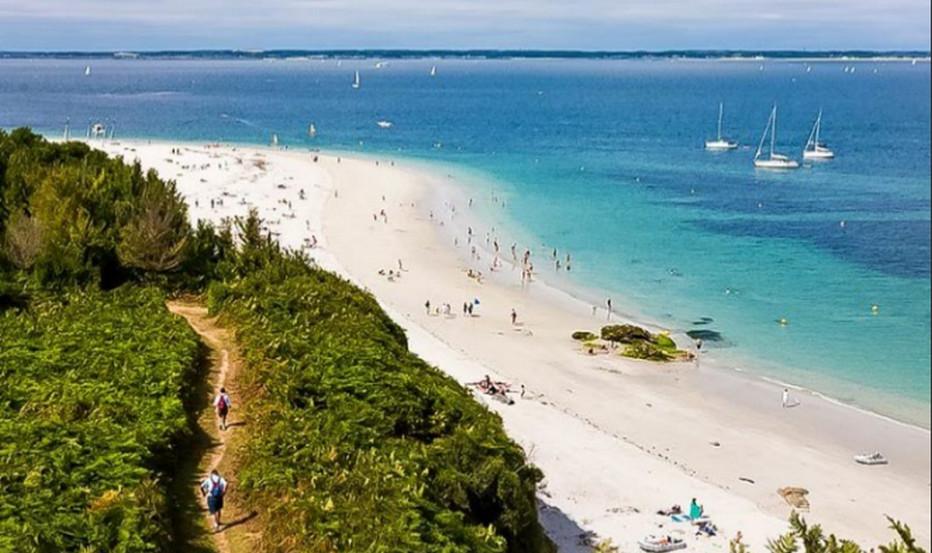 De Lorient  à Groix  : une fugue de Printemps. Promenade sur terre et sur mer notamment sur la côte sud aux Grands Sables, la seule plage convexe de Bretagne. © TripAdvisor.fr