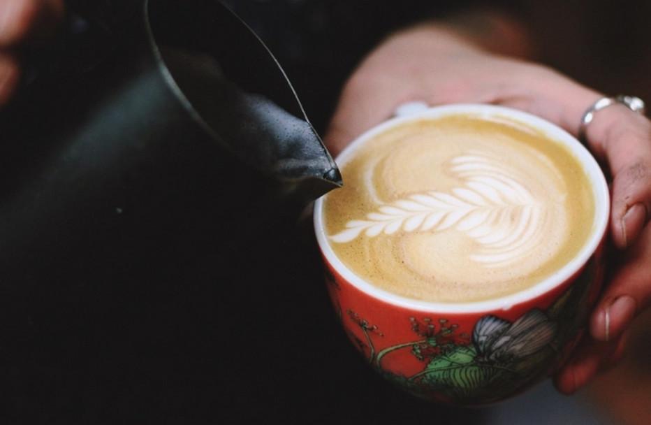 Les artistes ne manqueront pas et vous démontreront les secrets d'un dessin sur café.  Copyright Foire de Paris