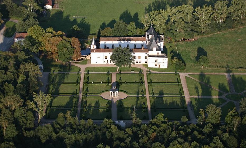 Le Château de la Bâtie d'Urfé est singulier car il célèbre l'union harmonieuse de l'élégance à l'italienne avec la rigueur et la symétrie française. © Wikipedia-Commons.org