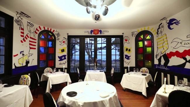 La salle à manger tatouée par Castelbajac.  ©  Domaine Saint-Clair