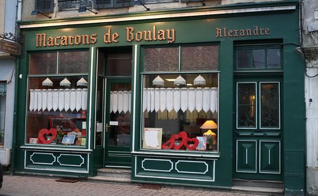 Un magasin tout en couleur rehaussé de mobilier lorrain. ©Maison Alexandre