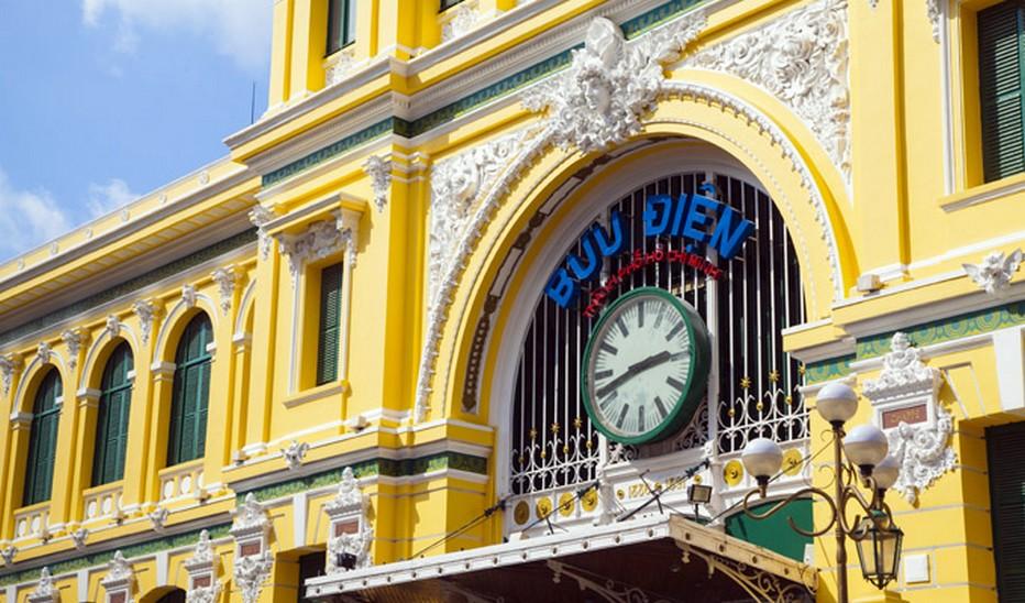 Grande horloge de la poste centrale de Saïgon Buu Dien © Vietnam Tourisme