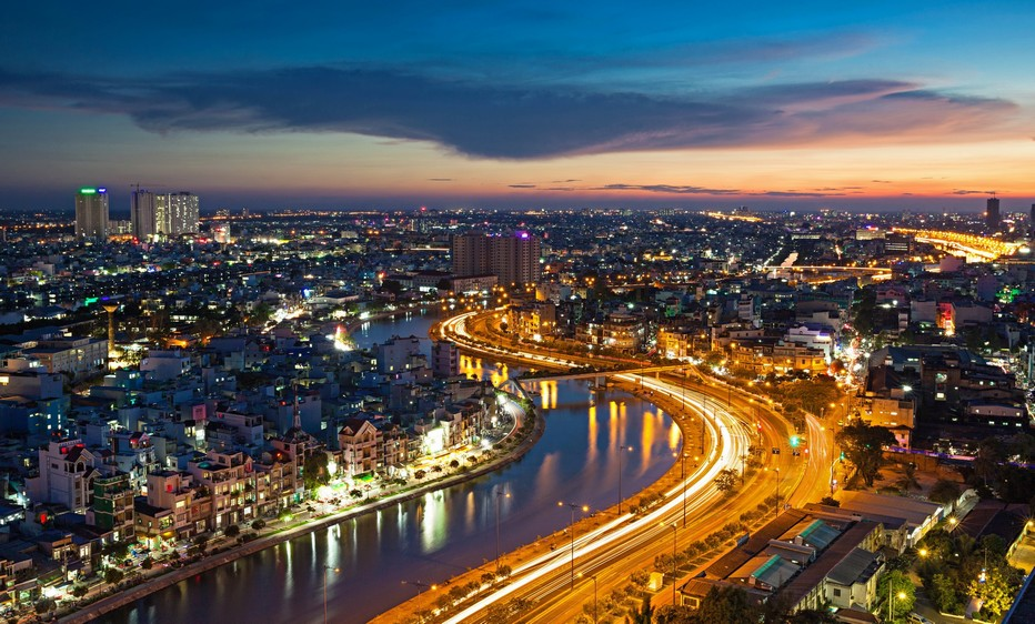 Avant de quitter la ville, offrez-vous une petite balade en Jeep pour découvrir le Saigon By Night à travers lieux insolites et monuments coloniaux et admirez la vue panoramique depuis les hauteurs de la cité. © Lindigomag/Pixabay