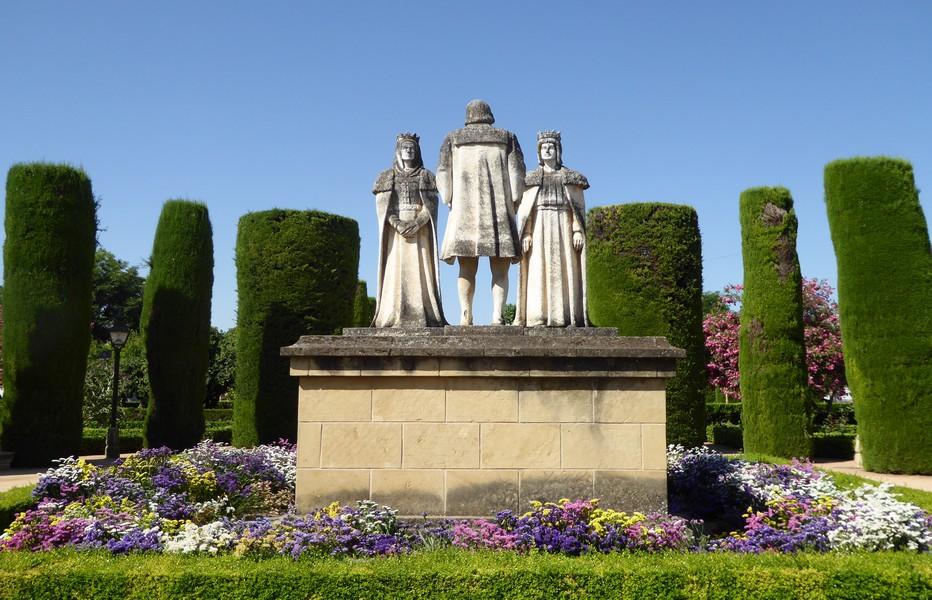 Aux jardins de l'Alcazar de Cordoue Christophe Colomb rencontre les rois catholiques. © C.Gary