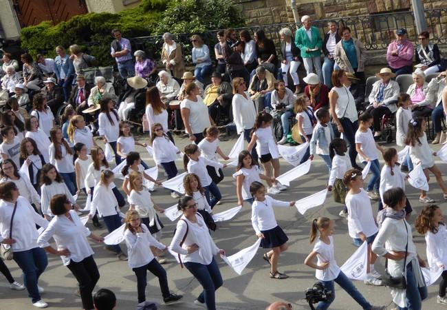Procession dansante © C.Gary