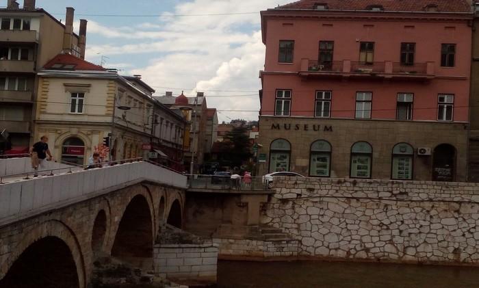 : Le Musée d'Histoire de Sarajevo et le Pont Princip ou eut lieu l'attentat © FS