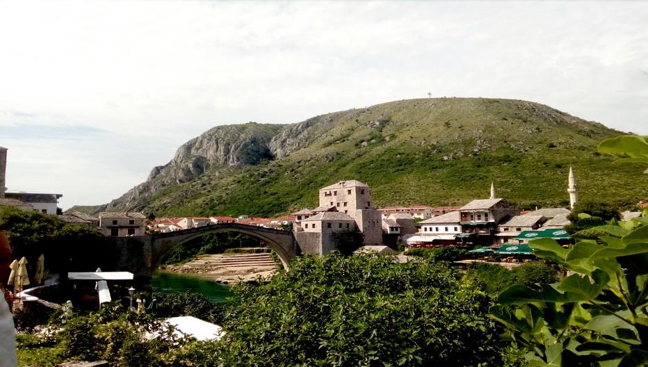 Pont de Mostar. Le Stari Most qui donne son nom à la ville. Reconstruit après la guerre, ce pont du XVIème siècle est inscrit au Patrimoine Mondial de l'Unesco © FS