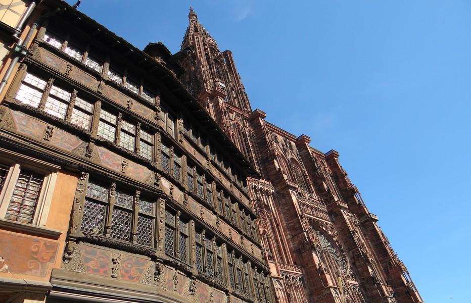 Baignée par la majesté de la cathédrale de Strasbourg, la Maison Kammerzell se fond également depuis des lustres dans le paysage historique alsacien. ©Bertrand Munier